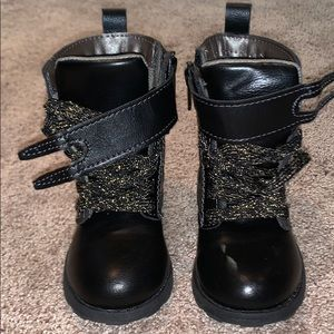 Black Carter's Toddler Boots size 6